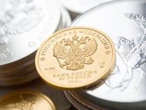 投资硬币的俄国金子 库存图片