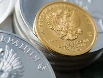 投资硬币的俄国金子 免版税库存图片