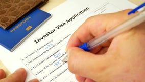 投资者与护照的签证文件,申请和外国人国家的允许 股票录像