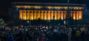 抗议与15,000个人在布加勒斯特反对正义法律  免版税库存图片