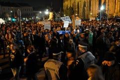 抗议反对总理维克托・蓬塔和罗马尼亚政府 库存图片