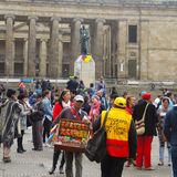 抗议的人们在波哥大,哥伦比亚 免版税图库摄影