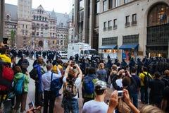 抗议者和RCMP 免版税库存图片