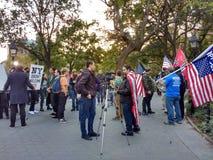 抗议者在华盛顿广场公园, NYC, NY,美国 库存图片