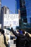 抗议者在反对难民禁令的达拉斯 免版税库存图片