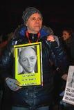 抗议者在布加勒斯特 图库摄影