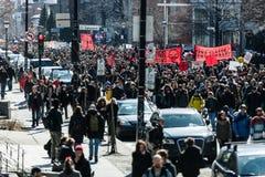 抗议者接管街道的 免版税库存照片