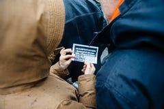 抗议者聚集了在Kleber方形的抗议的政府的pla 免版税库存照片
