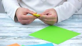 折叠纸,创造origami形象 股票录像