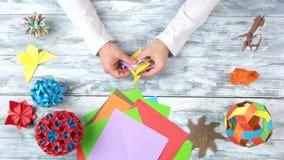 折叠origami玩具的男性手 影视素材