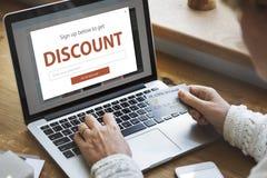 折扣销售购物的网上互联网 免版税图库摄影