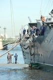 折除10月革命巡洋舰极光的标志 库存照片