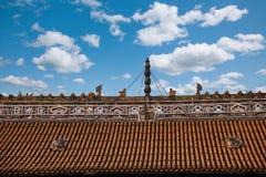 抚顺县,四川,抚顺寺庙大厅屋顶雕塑 免版税库存照片