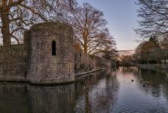 护城河周围的主教的Palace在维尔斯 免版税图库摄影