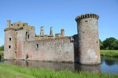 护城河和Caerlaverock城堡 库存照片