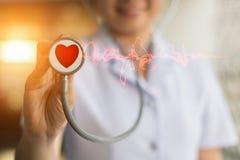护士使用听诊器心脏 库存照片