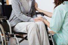 护士支持的患者 图库摄影