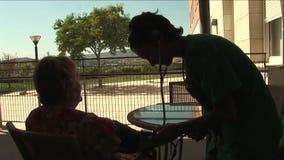 护士测量的血压剪影  影视素材
