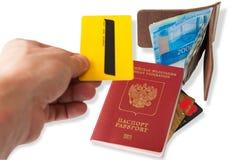 护照、金钱和膝上型计算机在木桌上 俄国护照 准备旅行 免版税库存图片