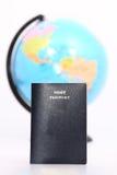护照和地球 免版税库存图片