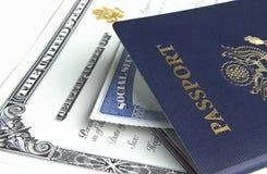 护照和文件 免版税库存照片