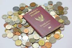 护照和货币 图库摄影