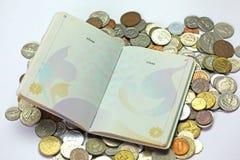 护照和货币 免版税图库摄影