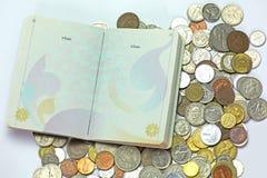 护照和货币 库存图片