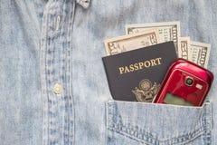 护照现金衬衣口袋手机旅行财富 库存照片
