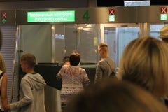护照管制在国际机场伏努科沃莫斯科- 2017年7月 图库摄影
