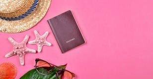 护照,旅行概念,夏天旅行精华准备 免版税库存图片