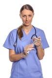 护理或篡改拿着一个大注射器 库存图片