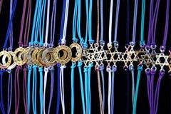 护身符& x22; 星David& x22;在组织蓝色螺纹 保护的最强的护身符,从耶路撒冷,以色列的标志 免版税库存照片