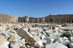 报亭leptis利比亚优秀大学毕业生市场一porticoes包围tholoi二 免版税库存图片