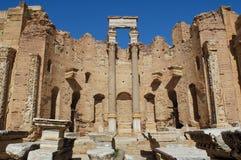 报亭leptis利比亚优秀大学毕业生市场一porticoes包围tholoi二 免版税库存照片