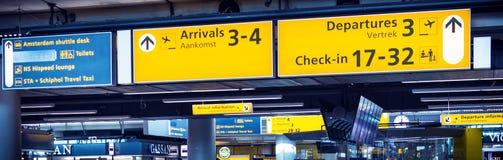 报到标志在机场 免版税库存照片
