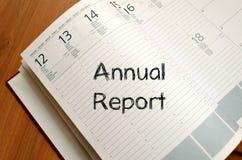 年终报告在笔记本写 免版税库存图片