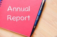 年终报告在笔记本写 库存图片
