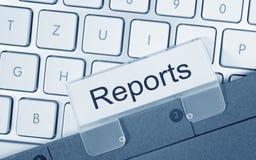报告-与文本的文件夹在键盘 库存照片