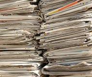 报纸为使用的纸的汇集已经读了 免版税库存图片