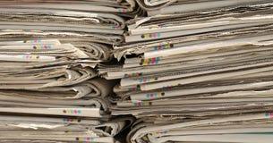报纸为使用的纸的汇集已经读了 免版税图库摄影