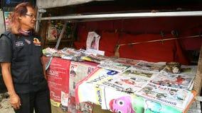 报纸卖主 库存照片