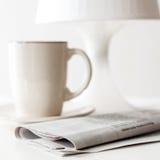 报纸和咖啡杯 库存图片