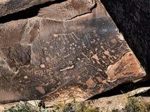 报纸岩石在Holbrook,亚利桑那附近的被绘的沙漠 库存照片