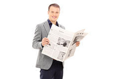 读报纸的典雅的年轻人 库存图片