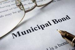 报纸页与词市政债券的 免版税库存图片