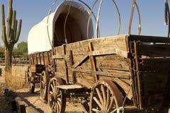 报道的老培训无盖货车西部 免版税库存照片
