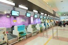 报道登记柜台在机场 库存图片