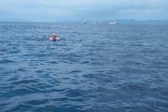 披巾观看的地区,女用披巾城市点,在石垣海岛,冲绳岛 库存图片