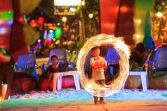 披披岛,泰国-火舞蹈展示 免版税库存图片